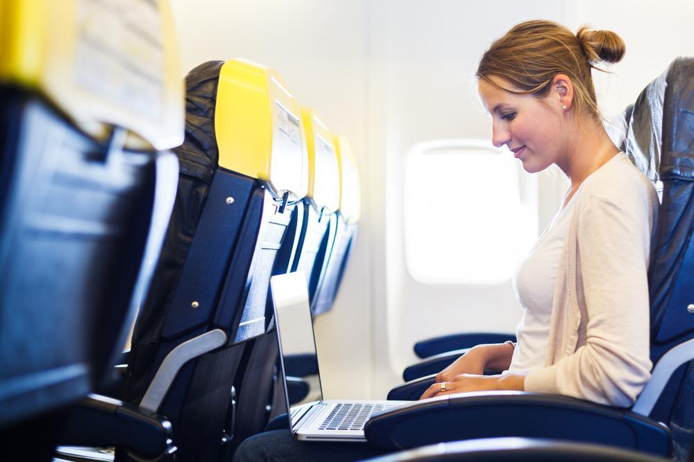 Пользование ноутбуком во время рейса