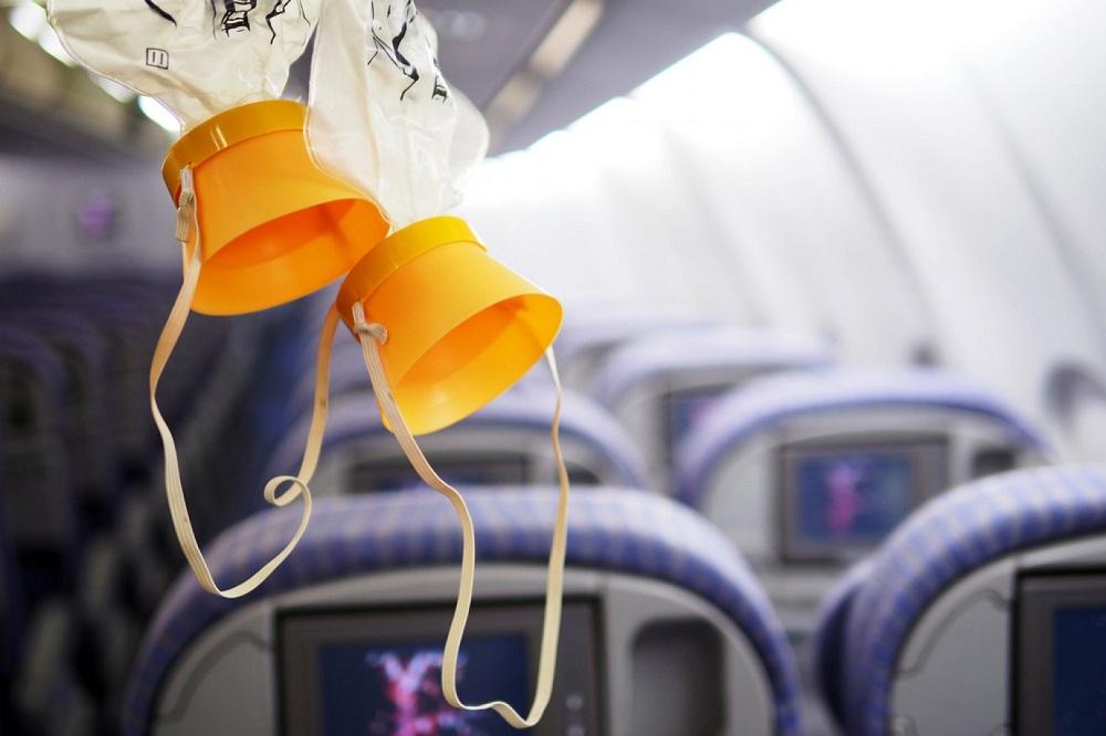 Кислородные маски в самолете
