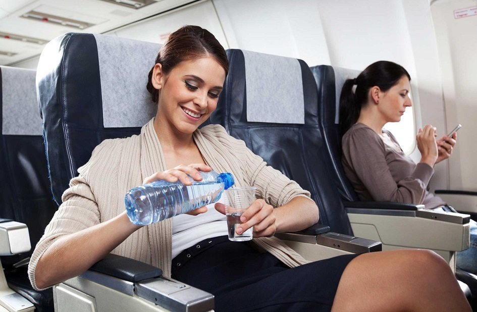 Пить жидкость во время полета